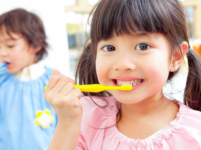 """小児歯科<br><span class=""""pink"""">子供のむし歯を<br>予防したい</span>"""